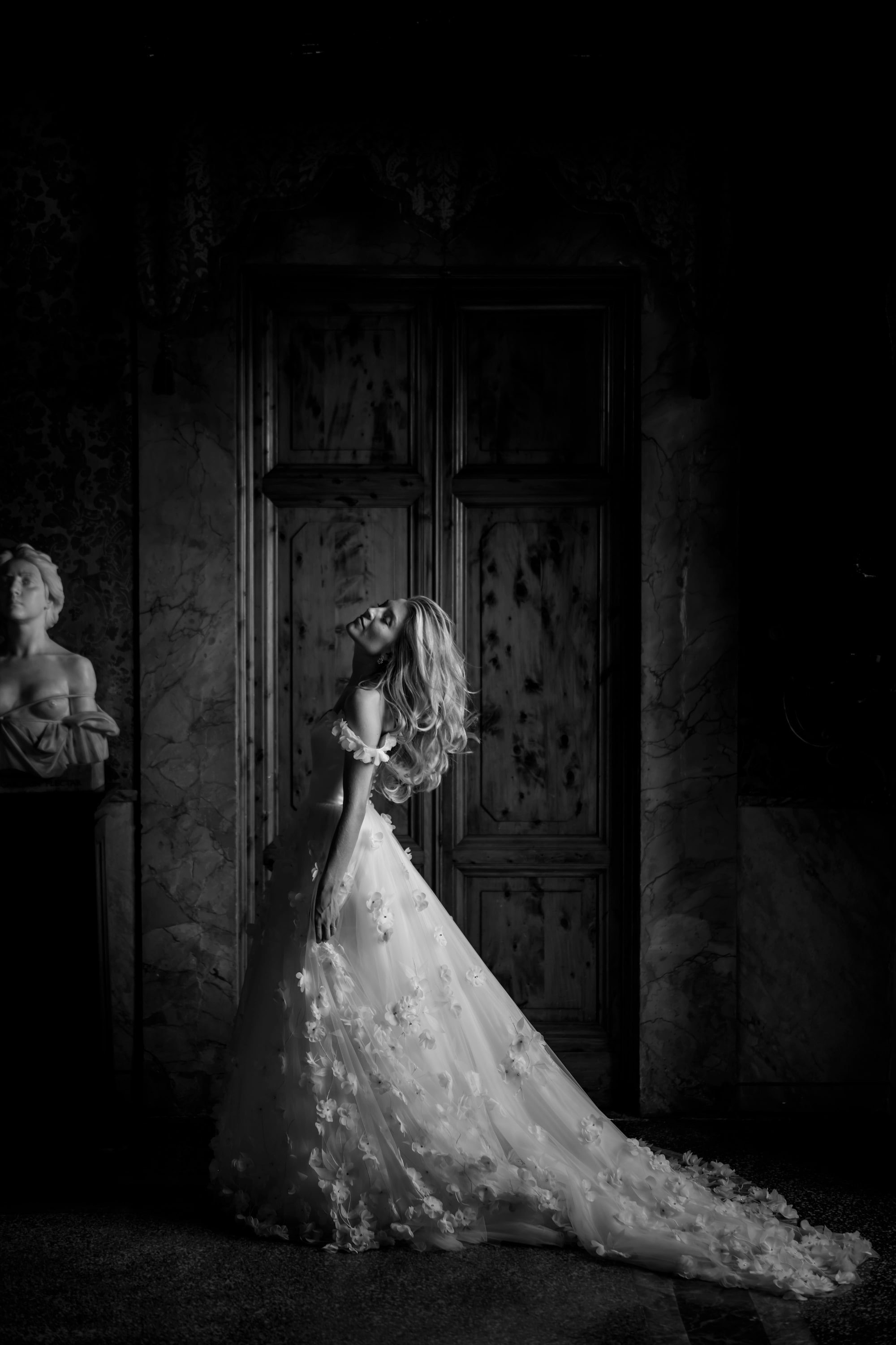 david bastianoni sony alpha 7M3 black and white side profile of a bride