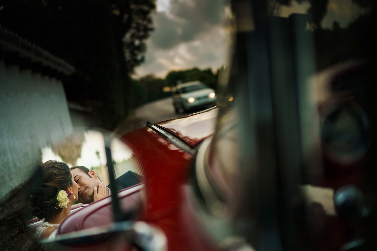 jorge miguel sony alpha 9 bride and groom reflected in car mirror