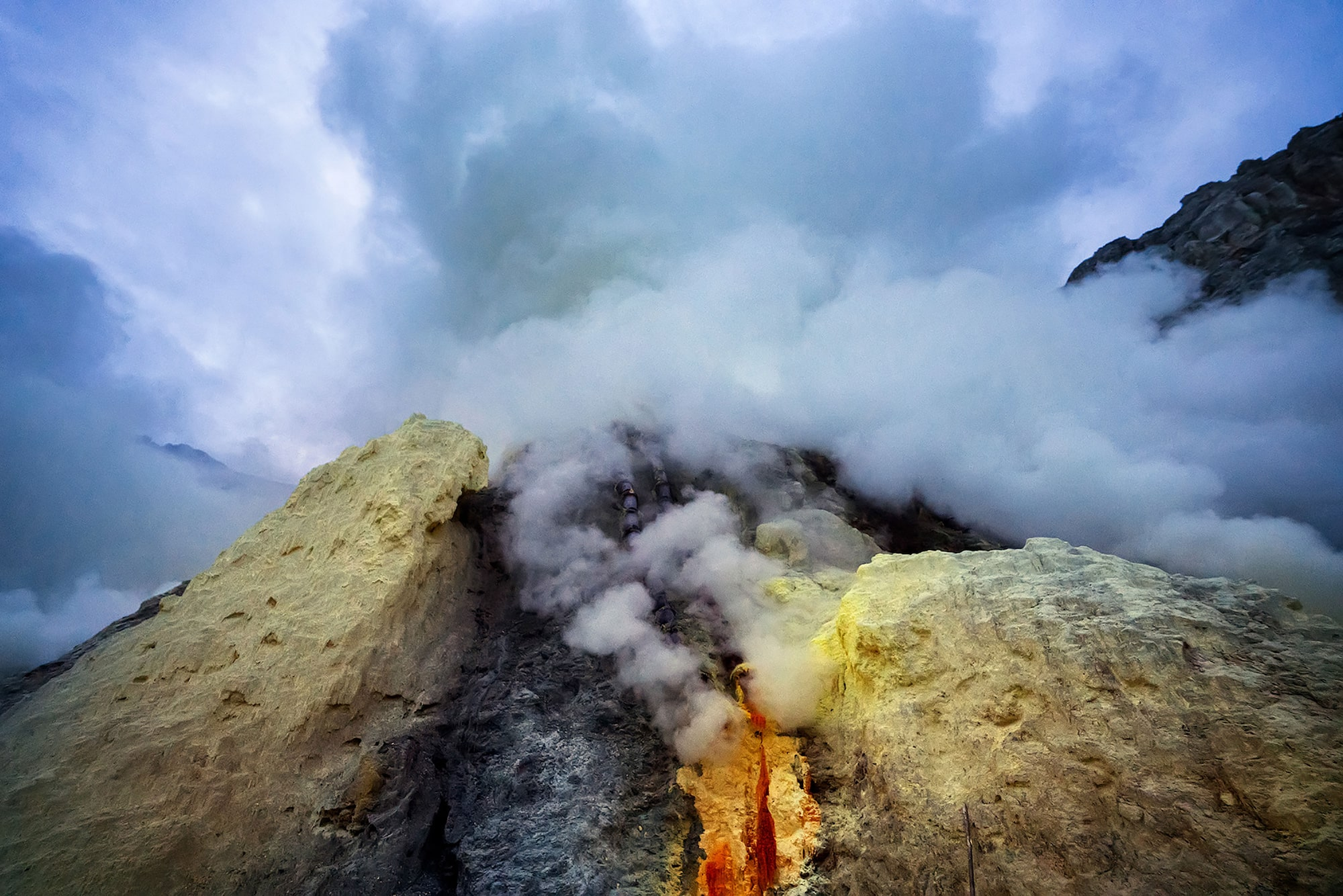 andrea frazzetta sony alpha 7RII clouds of sulfur gas billow from rocks