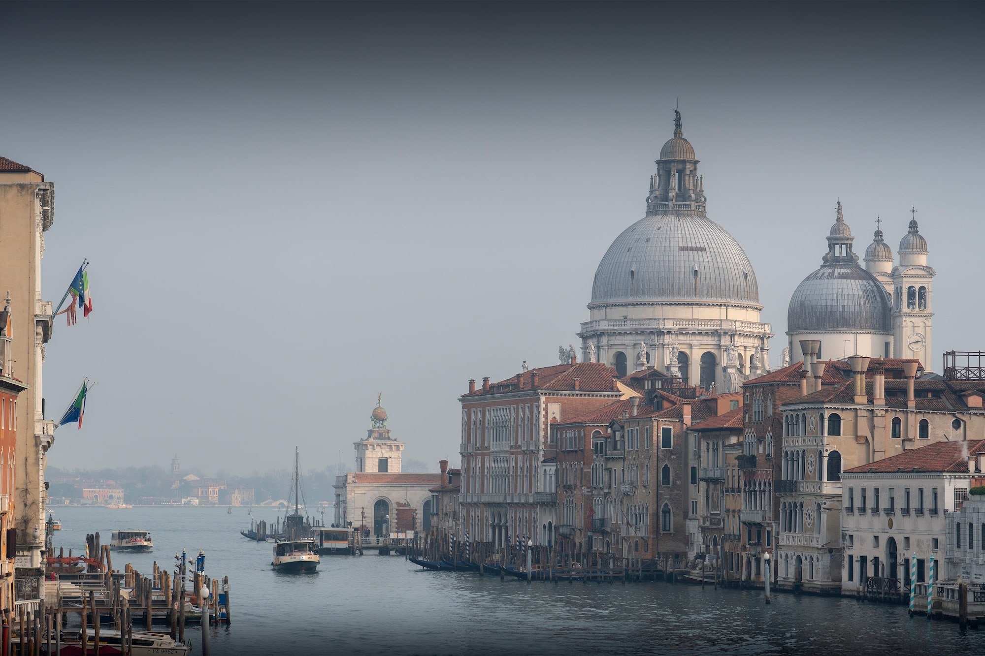 ilhan eroglu sony A6600 a hazy view from the rialto bridge in venice looking over the grand canal