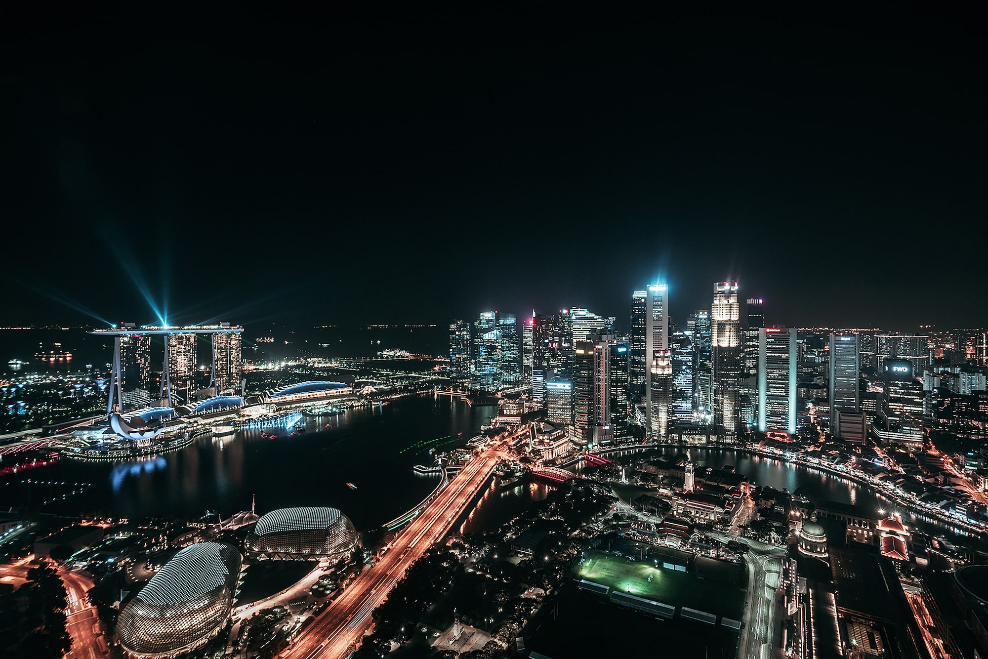guillaume ruchon sony alpha 7RIII singapore skyline at night showing the marina