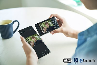 Easy wireless sharing with the Imaging Edge Mobile app